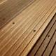 Vorbohren und gefühlvoll Schrauben: Das ergibt ein schönes Schraubenbild. Anders gesagt so arbeitet das Team von Holz-Terrassenbau Berlin.
