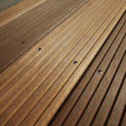Edelholz oder Hartholz für die Terrasse: Wir restaurieren Holzterrassen in Berlin.